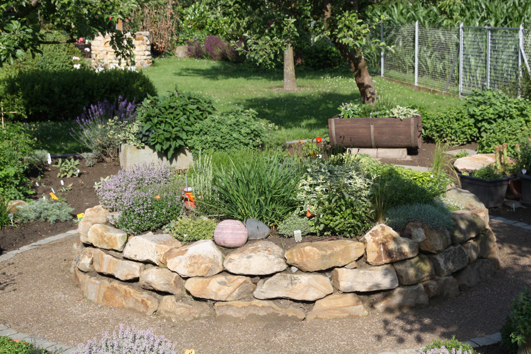 How To Make A Dry River Bed Garden